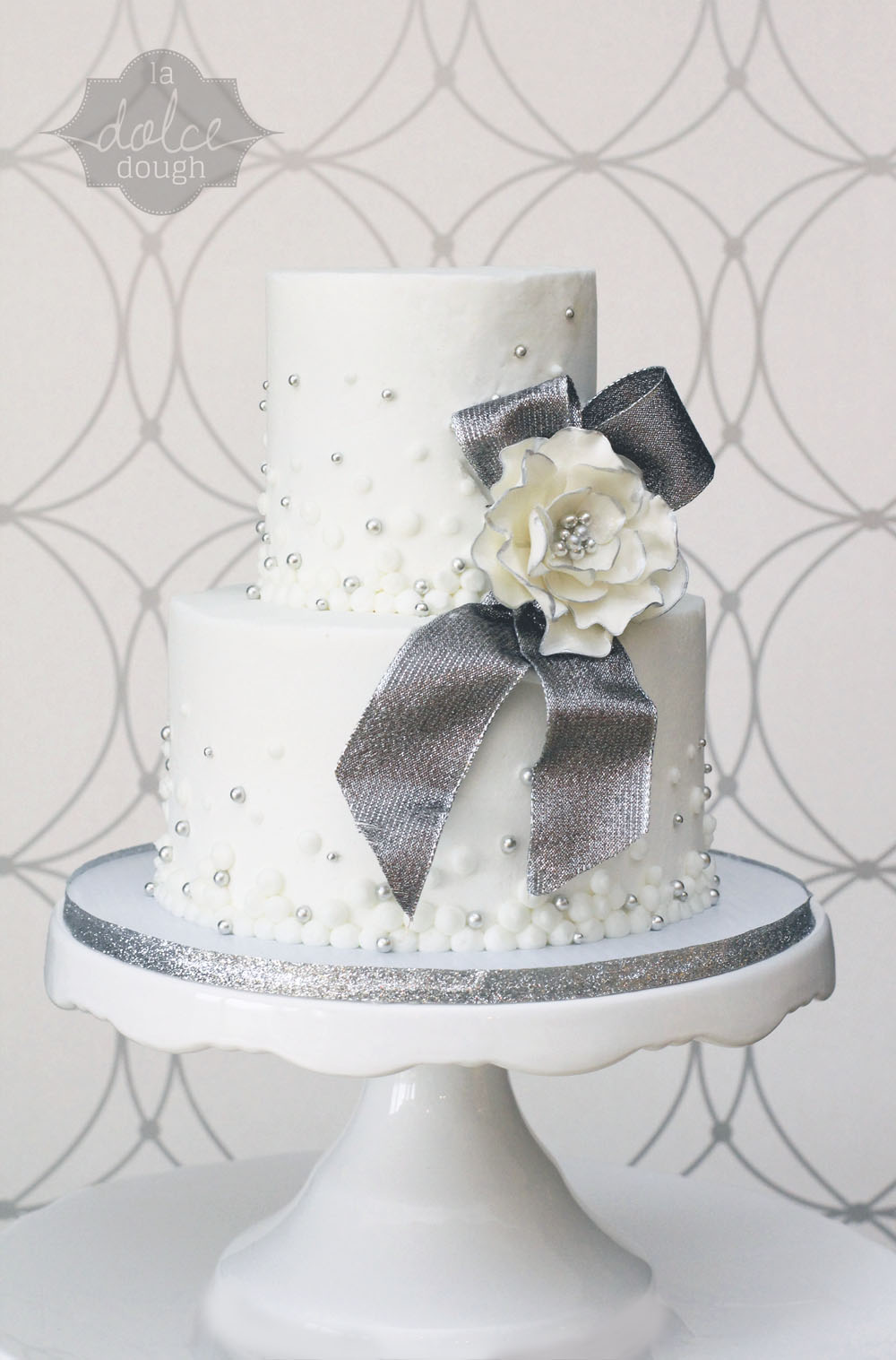 Cake White and Silver 02