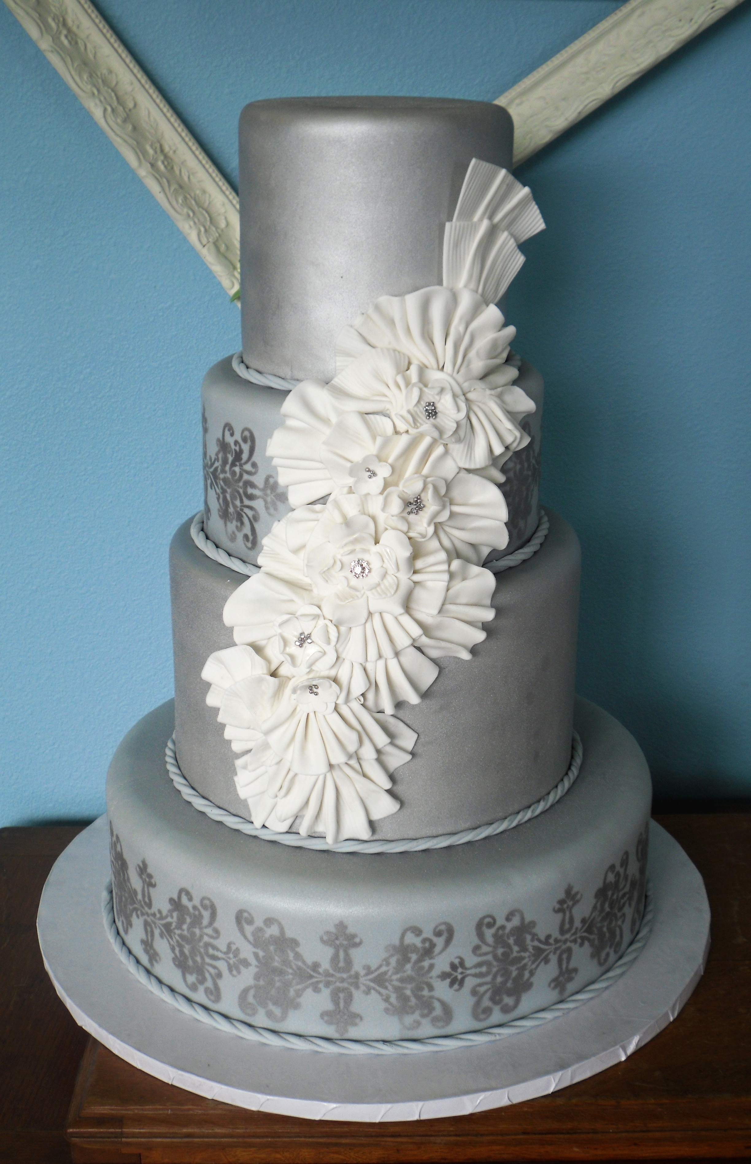 Cake White and Silver 03