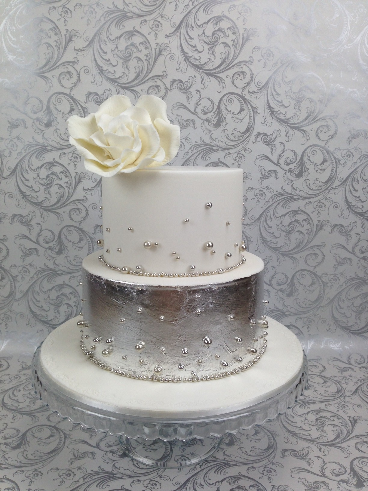 Cake White and Silver 04